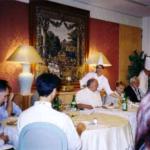 Marino RM, luglio 2003: manifestazione conclusiva del Corso - Laboratorio di Gastronomia dell'Università Popolare Ippocratea, al centro il prof. Giuliano Manzi, fondatore e presidente dell'Istituzione.