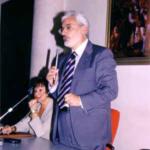 Vercelli, 16 giugno 2002: Manifestazione di chiusura dell'Anno Accademico. Relazione del prof. Rinaldi, alla sua destra la prof. Paola Bernascone Cappi, presidentessa della UP di Vercelli ed organizzatrice dell'evento.