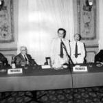 1986: il Prof. Ferulano, in piedi al fianco del relatore, partecipa ad un Convegno organizzato dall'Università Popolare di Biella.